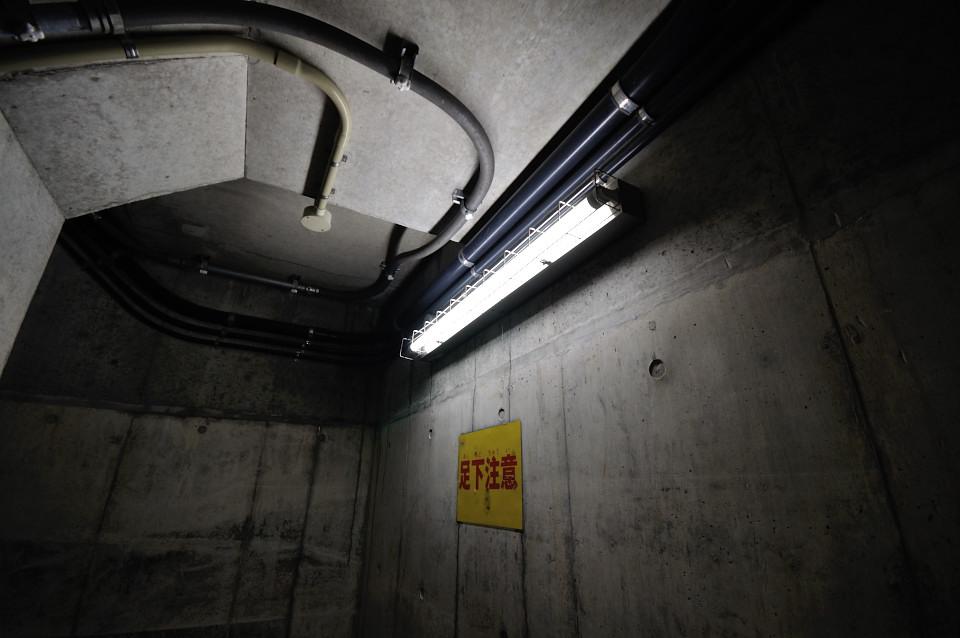 ポンプ室 通路の照明