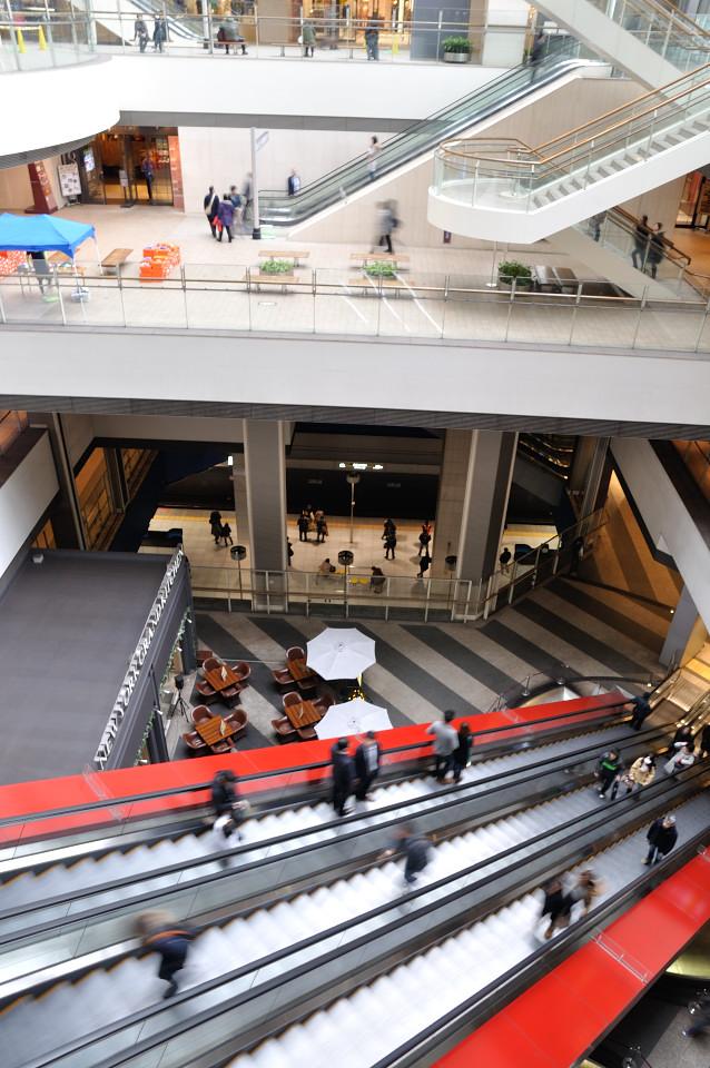 クイーンズスクエア横浜 エスカレーター